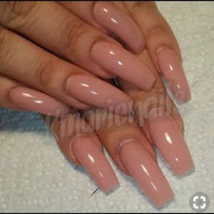 Accessories - nude fake glue on nails!